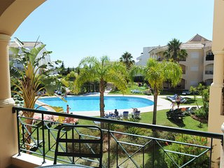 Spacious 160sqm Pool View Walk to Beach/Marina AC/Wifi Ideal Families/Golfers.