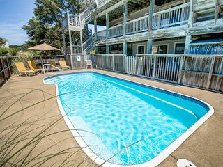 Good Day Sunshine | 1589 ft from the beach | Private Pool, Hot Tub | Duck