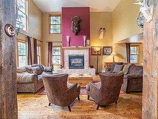 Big Horn Lodge: Huge Home, Hot Tub, Sleeps 26!