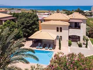 Villa Aphrodite, walking distance to beach and private swimming pool
