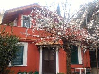 Garden House near metro C