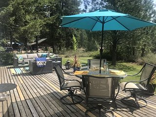 Family friendly chalet for up to 6, with private hot tub, WiFi, and Fido OK