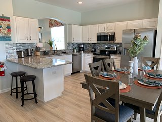 Outstanding home in Windsor Hills resort, Kissimmee! Only 3 miles to Disney!