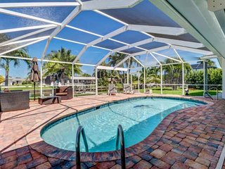 Desirable SE Cape Coral Yacht Club Area, Gulf Access Canal, Large Outdoor Area w