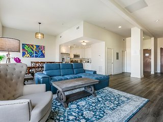 Gorgeous 4bd Condo close to French Quarter