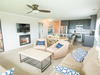 Breathtaking Ocean Front Condo at Caswell Beach on Oak Island