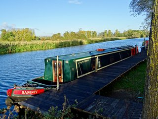 Nene Valley Boats - Houseboat on Rural Mooring - Try Life Afloat