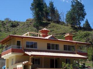 Casa campestre Canada, en Guatape Colombia, una experiencia con la naturaleza.