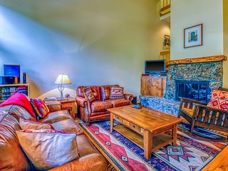 Fantastic family getaway next to the Vail Racquet Club - close to the slopes!