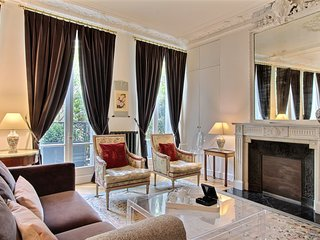 INSURANCE INCL. 2BD in the heart of the Latin Quarter