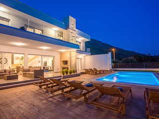 NEW! Modern luxury Villa Tanicius with heated private pool,gym,sauna,,4 en-suite