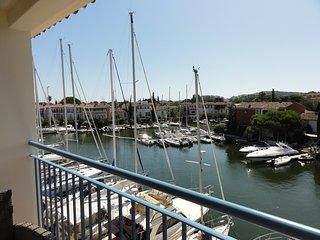 Proche St Tropez Appt de charme a PORT GRIMAUD,2 chbres, renove vue sur canal