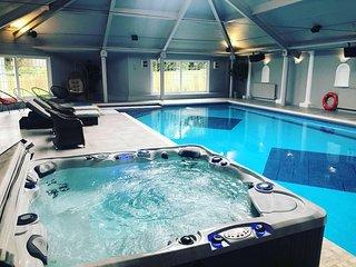 Beautiful family home with 42ft pool & cinema room