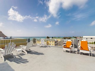 NEW LISTING! Apartment few steps from the ocean, w/ kitchenette, shared rooftop