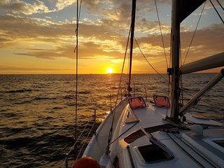 Relentless Sailboat Hunter 466: Sleep 5, 2 Bedroom, Near beach and Entertainment