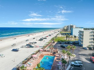 Charming & family-friendly beach condo w/ocean views, 2 shared pools