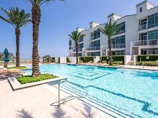 Lovely waterview condo with balcony, shared pool and hot tub!