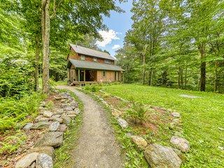 Cozy, dog-friendly cottage near a creek w/ a furnished deck & forest views