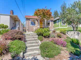 Inviting two-level house w/beautiful garden views, deck and outdoor dining area!