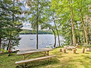 NEW! Hartford Cabin w/ Hot Tub, Fire Pit & Kayaks!