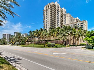Singer Island Condo w/Ocean-View Balcony & Pools!
