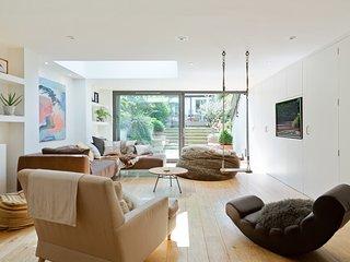 Elegant 5 Bed House w/Patio in Clapham