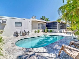 New Listing! Walk to Beach, Remodeled Modern Beach Bungalow, Gulf Access Canal,
