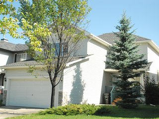 Beautiful 3 Bedroom Vacation House in SW Calgary