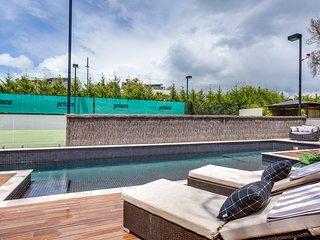 Kalina Retreat: tennis, pool & free linen