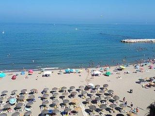 Primera linea - vistas al mar - piscina climatizada