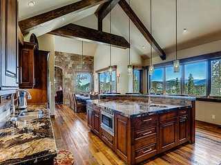 Mountain Elegance with Expansive Views, Privacy and Luxurious Amenities