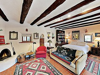 Charming Downtown Casita w/ Traditional Architecture -- Recently Renovated!