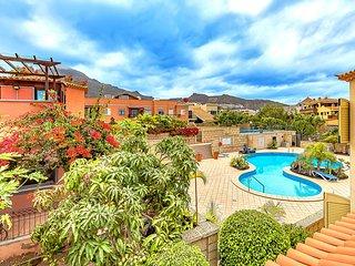 Villa with 5 bedrooms in the prestigious El Duque area, complex Joyas del Duque
