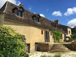 Le Mas & Le Mazet for 13 people: 5-star farmhouse with stunning views