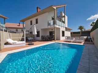 Villa Calle Aulaga 37, brand new 4 bed villa with air con & Wifi