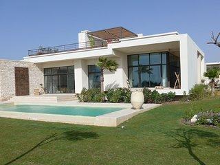 Villa d'exception de 400m2 avec piscine privee chauffee et son employe de maison