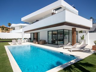 Luxury 5 bed Villa with Private Pool and Extensive terraces in Nueva Andalucia