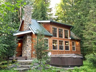 11MBR Family Cabin with Hot Tub!