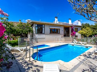 Marvelous Villa Cambrils for 9 guests, only 2km from the beach!