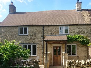 The Pippins, a character cottage with a pretty garden and private parking