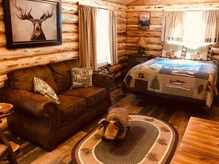 Cozy Cabin in the Woods: Moose Cabin