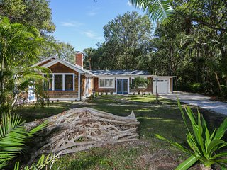 Sarasota Historic Home close to everything