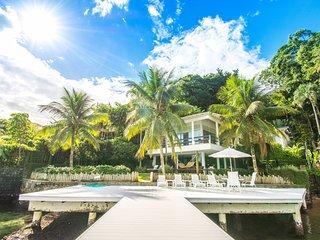 Villa com sete suítes e praia particular