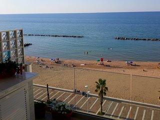 Tra le onde di Acqua di Mare ,vivi il mare e il Borgo.