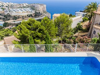 Villa Camellia Cumbre del Sol, con Increibles Vistas al Mar, Piscina y AC