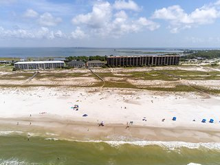 Gulf-front condo w/ shared pools & direct beach access!