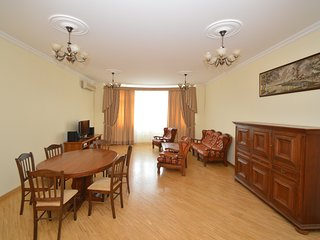 Large family flat 4BR/2BA (6 - 10 guests)