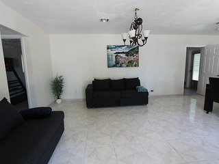 ⫷ Happy Holiday House, 3 Bedrooms & 2 Bathrooms ⫸