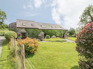ARFRON, pet friendly, character holiday cottage, with a garden in Betws-Y-Coed