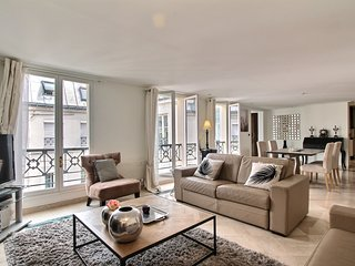 Beautiful & modern 2BD/2BTH near the Madeleine church in the 8th arrondissement